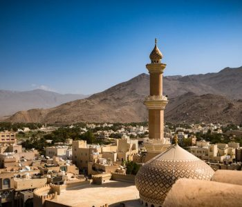 nizwa-mosque-nizwa-oman-february-28-2016-911295320-5b6a58cb46e0fb002c0c91eb